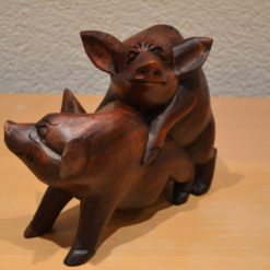 2 Holzschweine
