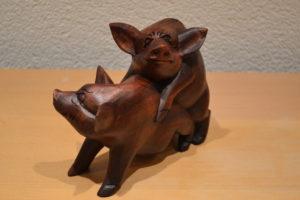 2 Holzschweine 01